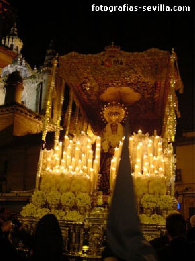 Foto del Paso de la Virgen de los Desamparados de la Hermandad de San Esteban de la Semana Santa de Sevilla