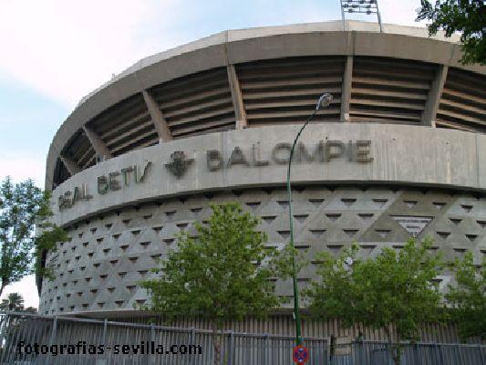 Fotografía del estadio Benito Villamarín de Sevilla