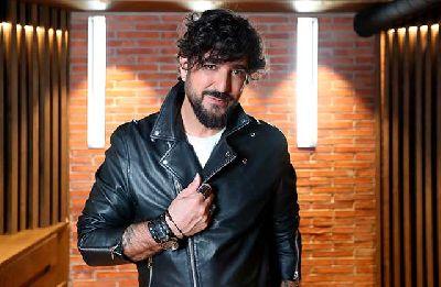 Foto promocional de Antonio Orozco para el disco Aviónica