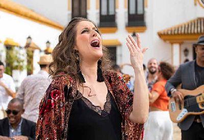 Fotografía promocional de la cantaora Argentina