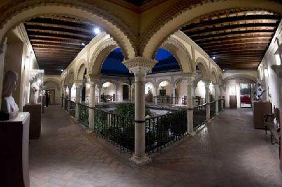 Foto de un patio de la Casa de los Pinelo de Sevilla