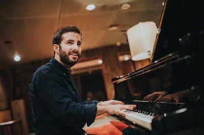 Foto promocional del pianista Chico Pérez