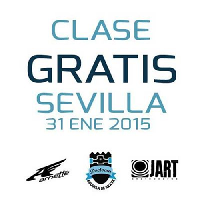 Clase gratuita de Skate en la Plaza de Armas de Sevilla