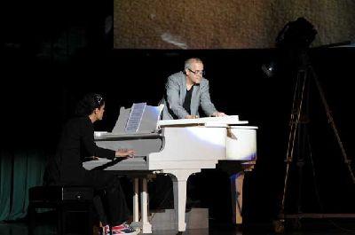 Magia: Concierto para baraja y piano en La Imperdible de Sevilla