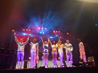 Foto promocional de Dancing Queen tributo a Abba