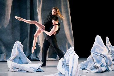 Danza: Henri Michaux: Mouvements, Gymnopédies en el Central Sevilla