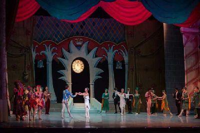 Foto promocional de La Cenicienta por el Ballet Nacional de Cuba