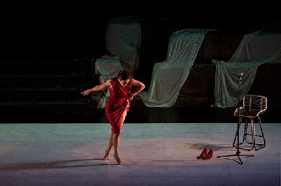 Foto promocional del espectáculo Mujer descalza frente al mar de la compañía