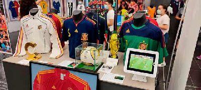 Foto de la exposición Leyendas del deporte en el Pabellón de la Navegación de Sevilla 2021