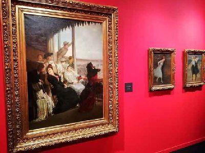 Imagen de la exposición Mujeres. Entre Renoir y Sorolla en el Centro Fundación Unicaja de Sevilla