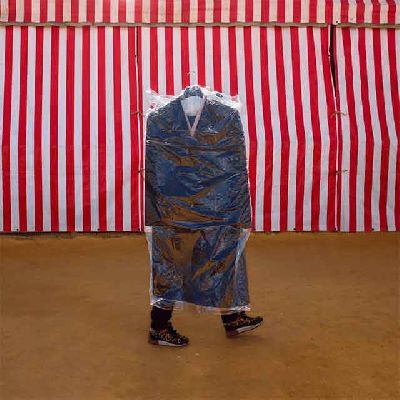 Imagen de la exposición Paseantes de José Toro en el Espacio Turina de Sevilla