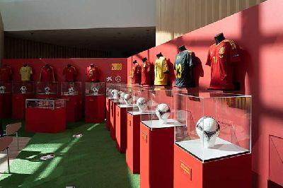 Foto de la exposición de la Selección Española de Fútbol en Torre Sevilla 2021