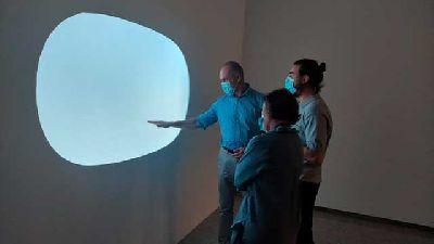 Foto de la inauguración de la exposición Solar de Cachito Vallés