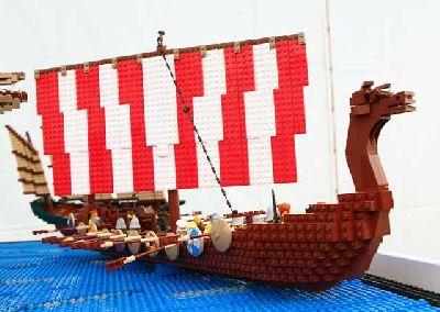 Exposición: Travelling Bricks en el Pabellón de la Navegación de Sevilla