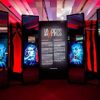 Imagen de la exposición Vampiros. La evolución del mito en CaixaForum Sevilla