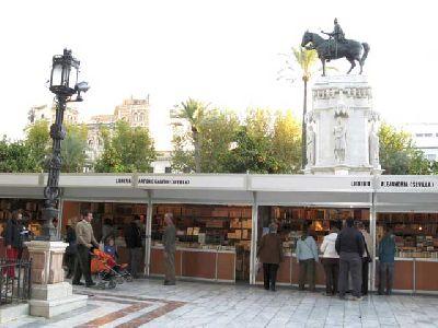 Foto de una edición pasada de la Feria del Libro antiguo y de Ocasión de Sevilla