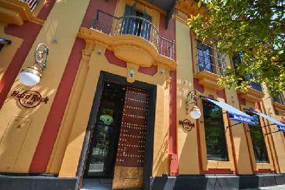 Foto de la entrada al Hard Rock Café de Sevilla