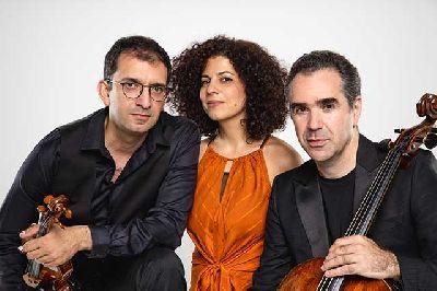 Foto promocional de David Haroutunian, Sofya Melikyan y Mikayel Hakhnazaryan