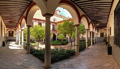 Foto del patio del Hospital de los Venerables de Sevilla
