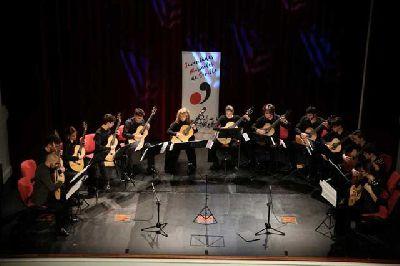 Foto promocional de la Joven Orquesta de Guitarras de Juventudes Musicales de Sevilla