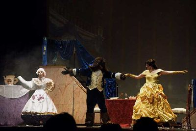 Foto promocional de La Bella y la Bestia de la compañía La Barbarie Teatro Musical