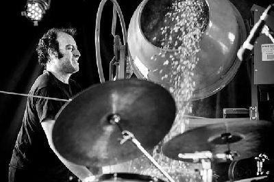 Concierto: Performance para hormigonera y batería en el CICUS Sevilla