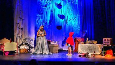 Teatro infantil: Una Navidad de cuentos en La Imperdible de Sevilla
