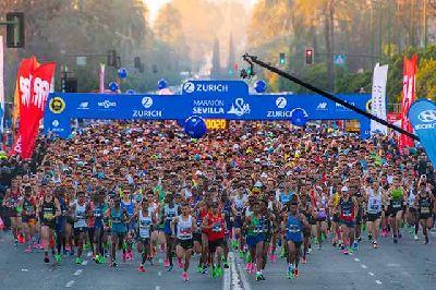 Foto promocional de la salida del Maratón Ciudad de Sevilla