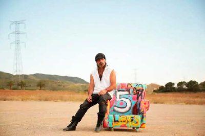 Fotografía promocional del disco 5 de Miguel Campello