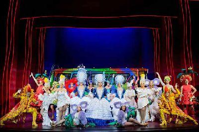 Musical: Priscilla, reina del desierto en Fibes Sevilla 2016