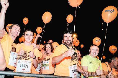 Foto de participantes en la Carrera Nocturna del Guadalquivir de Sevilla KH-7