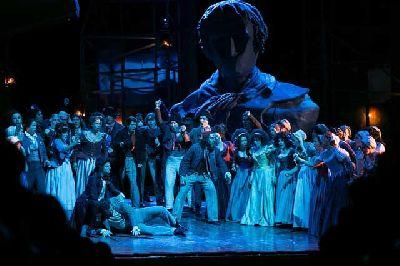 Foto promocional de la ópera Andrea Chénier