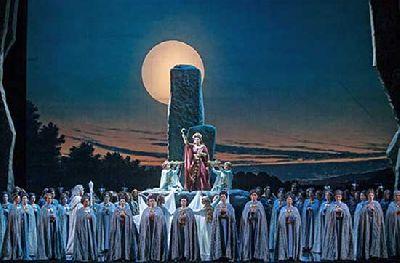 Ópera: Norma en el Teatro de la Maestranza de Sevilla