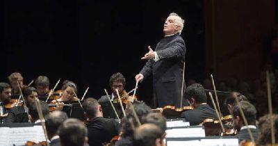 Foto de la Orquesta West-Eastern Divan con Daniel Barenboim