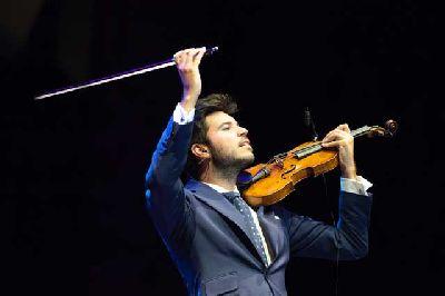 Foto promocional del violinista flamenco Paco Montalvo