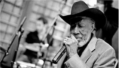 Foto promocional del bluesman Tail Dragger