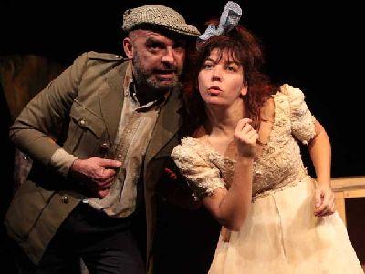 Teatro: Adosado en la acera en La Imperdible de Sevilla