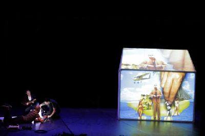 Teatro: Brickman Brando Bubble Boom en el Teatro Central de Sevilla