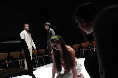 Teatro: Caballo rojo en el ciclo Estrénate del CICUS de Sevilla