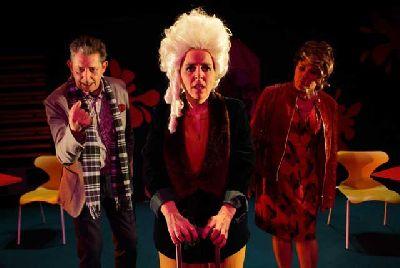 Teatro: La cantante calva en el Mcdonald's en La Fundición Sevilla