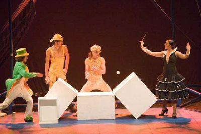 Circo-teatro: Malgama 1.1 en el Teatro Central de Sevilla
