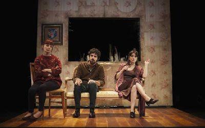 Foto promocional de la obra Doña Rosita, anotada
