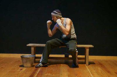 Teatro: El guante y la piedra en el ciclo 21 Grados Sevilla