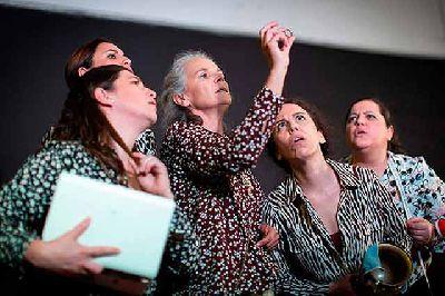 Foto promocional de la obra El racimo de la compañía La Lecherita Producciones