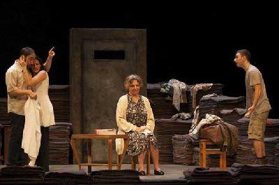 Teatro: Emilia en el Teatro Central de Sevilla