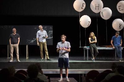 Teatro: Un enemigo del pueblo (Ágora) en el Teatro Central de Sevilla