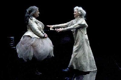 Teatro: Éramos tres hermanas en el Teatro Central de Sevilla