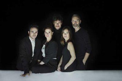Foto promocional de Ilusiones de la compañía El Pavón Teatro Kamikaze