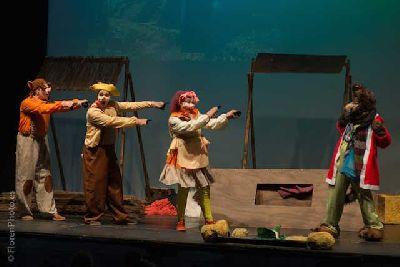 Foto promocional de Los tres cerditos por la compañía Jabetín