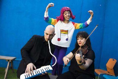 Foto promocional de la obra Jazz, la gigante de la compañía Educo-Música